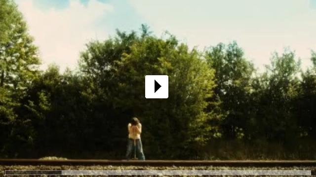 Zum Video: The Runway