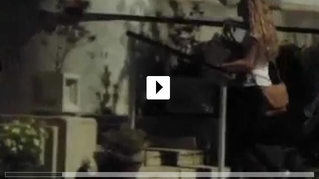 Zum Video: Anruf aus der Vergangenheit