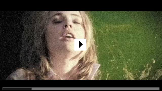 Zum Video: Between Us
