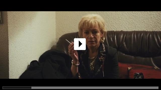 Zum Video: Mutter und Sohn