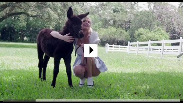 Zum Video: Mademoiselle C