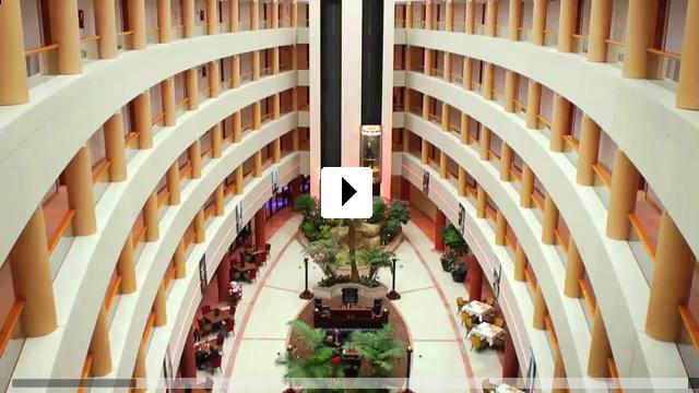 Zum Video: Naked Opera