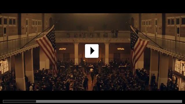 Zum Video: The Immigrant
