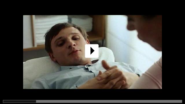 Zum Video: Bis zum Ellenbogen