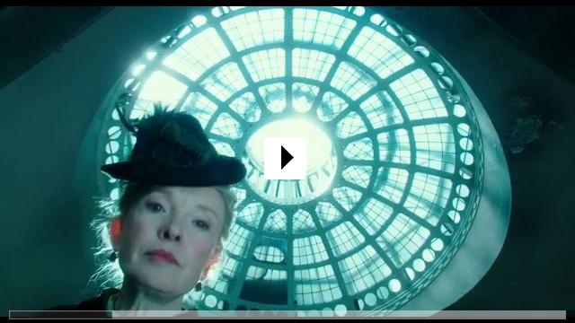 Zum Video: Alice im Wunderland: Hinter den Spiegeln