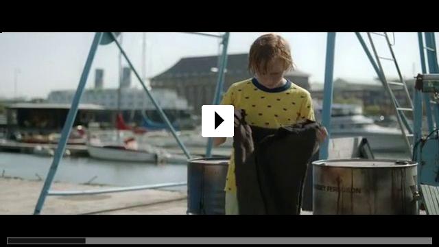 Zum Video: Der Junge mit den Goldhosen