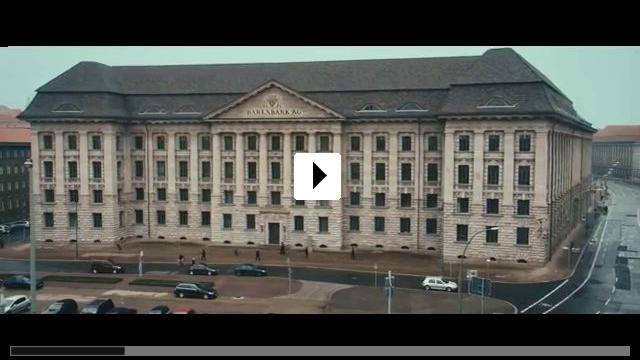 Zum Video: Vier gegen die Bank