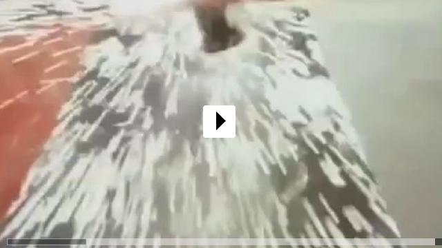 Zum Video: Blitzschlag - Das Gewitter-Inferno