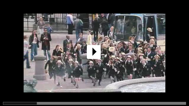 Zum Video: Die Girls von St. Trinian