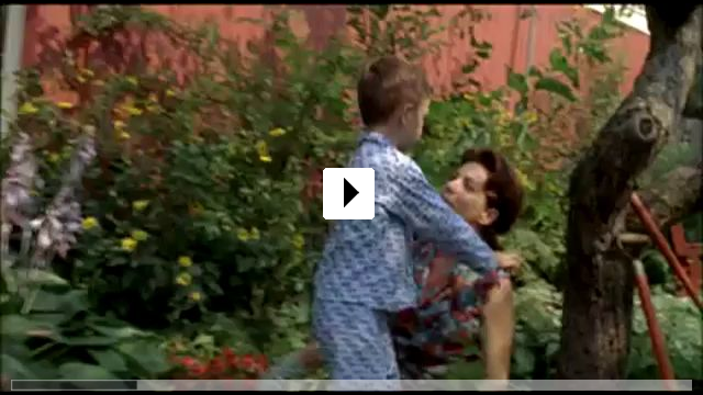 Zum Video: Maman ist kurz beim Friseur