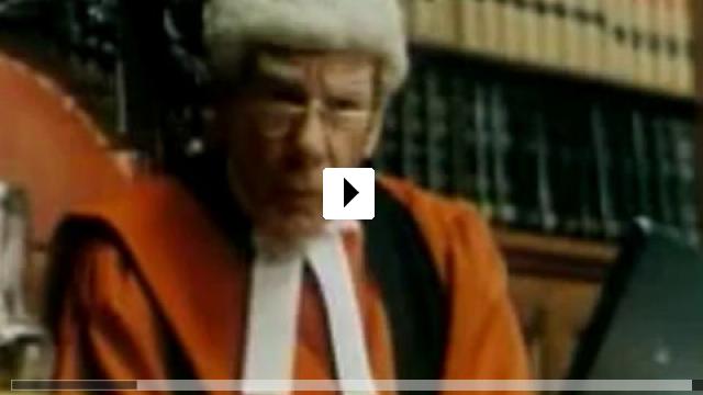 Zum Video: Anwältinnen küsst man nicht