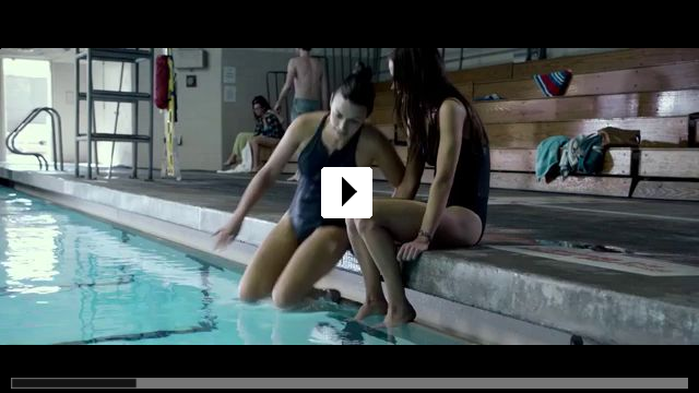 Zum Video: 12 Feet Deep - Gefangen im Wasser
