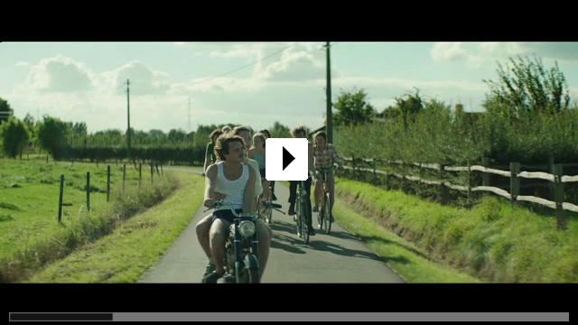 Zum Video: Wir - Der Sommer, als wir unsere Röcke hoben und die...d fuhr