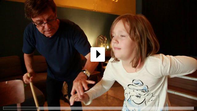 Zum Video: Jomi - lautlos, aber nicht sprachlos