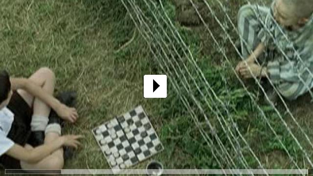 Zum Video: Der Junge Im Gestreiften Pyjama