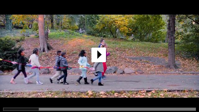 Zum Video: Brittany Runs a Marathon