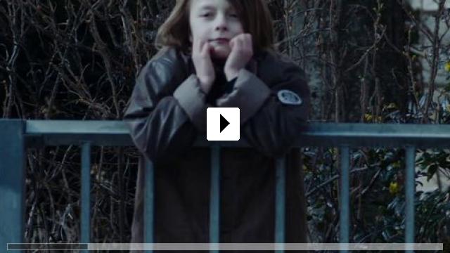 Zum Video: Sebastian springt über Geländer