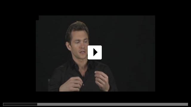 Zum Video: Adam - Eine Geschichte über zwei Fremde. Einer etwas...Andere