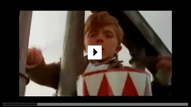 Zum Video: Die Blechtrommel
