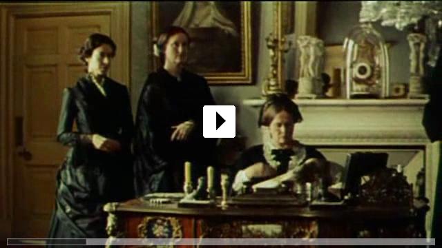 Zum Video: Ihre Majestät Mrs. Brown