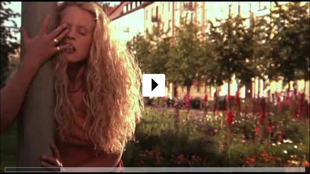 Zum Video: Mädchen Mädchen