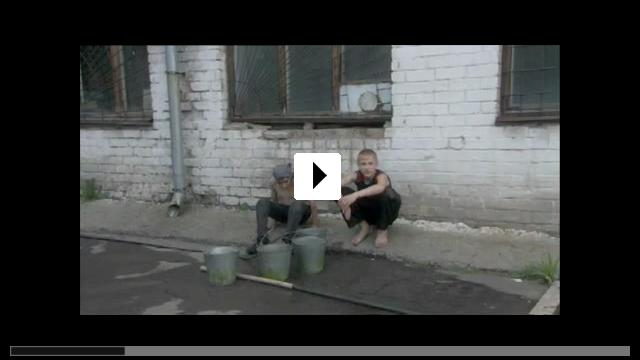Zum Video: Allein in vier Wänden