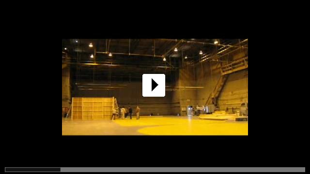 Zum Video: Across the Hall
