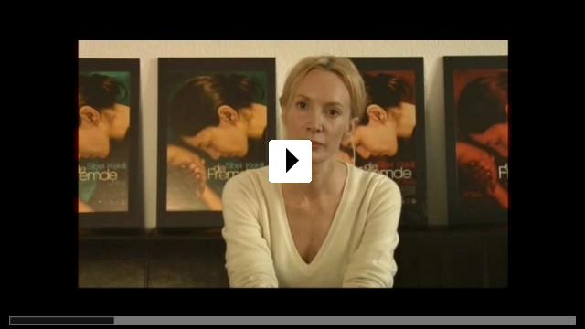 Zum Video: Die Fremde