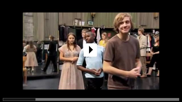 Zum Video: Tanzträume - Jugendliche tanzen 'Kontakthof' von Pina Bausch