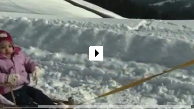 Zum Video: Mit dem Bauch durch die Wand