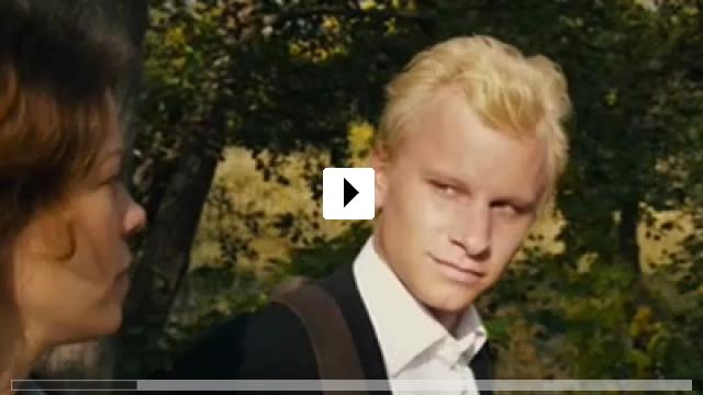 Zum Video: Der Mann, der über Autos sprang