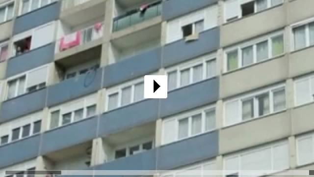 Zum Video: Man at bath