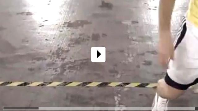 Zum Video: Street Skills Kingstyle Fussball Trix: Take Two
