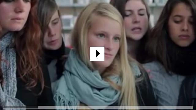 Zum Video: 17 Mädchen