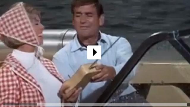 Zum Video: Spion in Spitzenhöschen